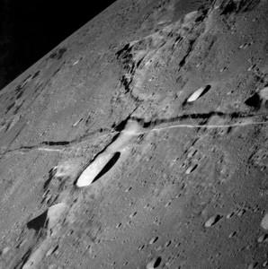 graben-lunar-rima-ariadaeus